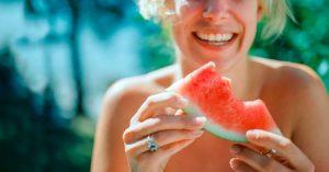 Read more about the article Ăn dưa hấu có nóng không? Có nên ăn dưa hấu thường xuyên như lời đồn?